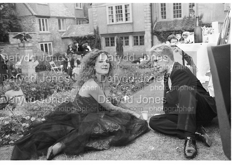 Caroline Loncq; Tom Hollander. New College May Ball. Oxford. June 1986. SUPPLIED FOR ONE-TIME USE ONLY> DO NOT ARCHIVE. © Copyright Photograph by Dafydd Jones 248 Clapham Rd.  London SW90PZ Tel 020 7820 0771 www.dafjones.com