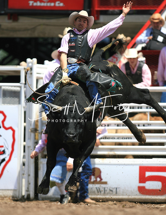 Bull Rider Christopher Osborne rides 72, Steve Davis, 26 July 2007, Cheyenne Frontier Days