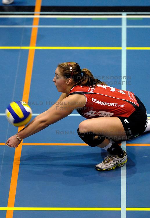 07-04 VOLLEYBAL: DELA MARTINUS - PLANTINA LONGA: AMSTELVEEN<br /> Dela Martinus wint in de finale van de play-off de eerste wedstrijd moeizaam met 3-1 van Longa / Myrthe Schoot<br /> &copy;2007-WWW.FOTOHOOGENDOORN.NL