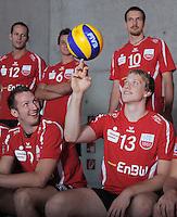 Volleyball 1. Bundesliga  Saison 2010/2011   24.08.2010 ENBW TV Rottenburg Schmuckbild Teamfoto, Markus Pielmeier (re) mit Ball