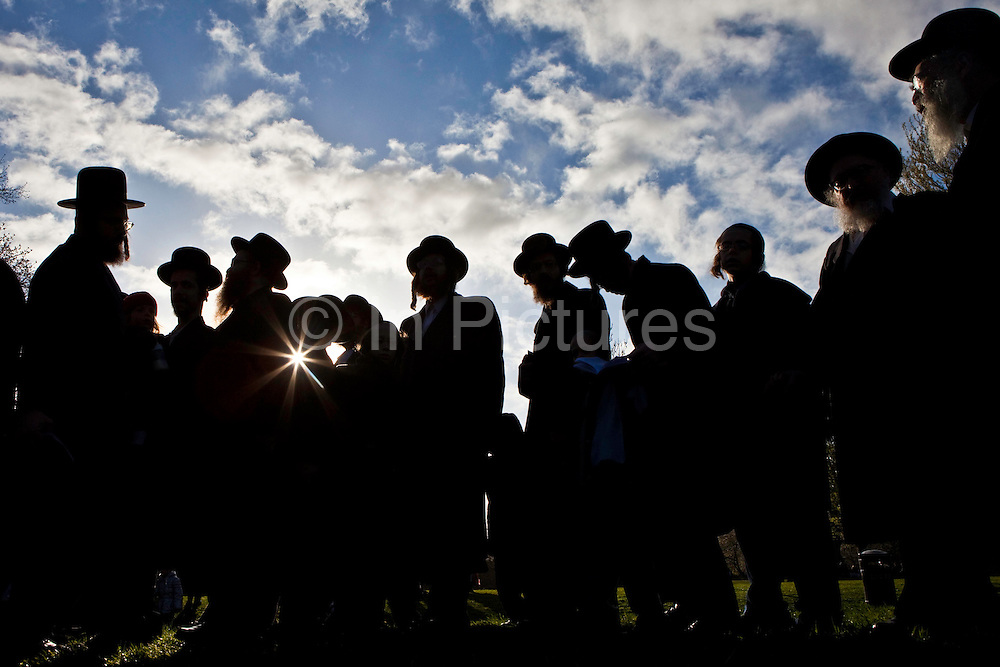 Hundreds of Orthodox Jews gathered today (8th of April 2009) in Springfield park, Stamford Hill, to celebrate the festival of Birkat Hachama (blessing of the sun).  It is a Jewish blessing that is recited in appreciation of the Sun once every twenty-eight years, when the vernal equinox as calculated by tradition falls on a Tuesday at sundown. Jewish tradition says that when the Sun completes this cycle, it has returned to its position when the world was created. According to Judaism, the Sun has a 28 year solar cycle known as machzor gadol
