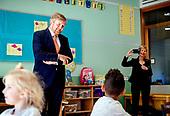 Koning brengt werkbezoek aan basisschool De Fontein