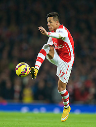 LONDON, ENGLAND - Saturday, November 22, 2014: Arsenal's Alexis Sanchez in action against Manchester United during the Premier League match at the Emirates Stadium. (Pic by David Rawcliffe/Propaganda)