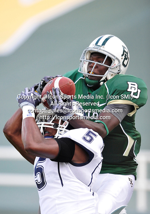 September 19th 2009:  <br /> Baylor wide receiver Kendall Wright (1)<br /> in action during a NCAA Football game between the Baylor Bears and the University of Connecticut at Floyd Casey  Stadium in Waco, TX.  <br /> Baylor loses to UConn 30-22
