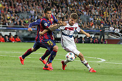 06.05.2015, Camp Nou, Barcelona, ESP, UEFA CL, FC Barcelona vs FC Bayern Muenchen, Halbfinale, Hinspiel, im Bild l-r: im Zweikampf, Aktion, mit Luis Suarez #9 (FC Barcelona), Daniel Alves #22 (FC Barcelona) und Thomas Mueller #25 (FC Bayern Muenchen) // during the UEFA Champions League semi finals 1st Leg match between FC Barcelona and FC Bayern Munich at the Camp Nou in Barcelona, Spain on 2015/05/06. EXPA Pictures © 2015, PhotoCredit: EXPA/ Eibner-Pressefoto/ Kolbert<br /> <br /> *****ATTENTION - OUT of GER*****