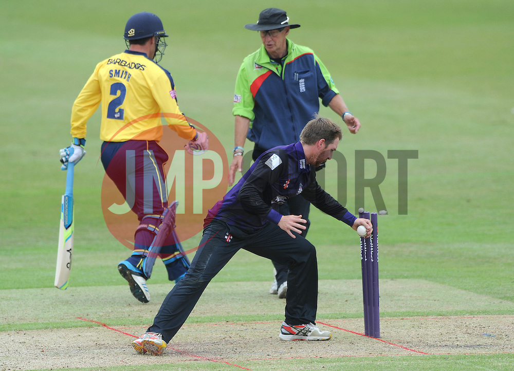 Tom Smith of Gloucestershire attempts to run out Will Smith of Hampshire  - Photo mandatory by-line: Dougie Allward/JMP - Mobile: 07966 386802 - 14/07/2015 - SPORT - Cricket - Cheltenham - Cheltenham College - Natwest T20 Blast