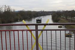 Symbolfoto: Castortransport auf dem Neckar<br /> <br /> Ort: Karlsruhe<br /> Copyright: Karin Behr<br /> Quelle: PubliXviewinG