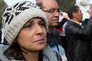 Participante anonyme pendant l'impressionant hommage du peuple Tunisien à Chokri Belaid au cimentiere Jallez, bravant le gaz lacrimogène, plus de 40.000 personnes lui rendent un hommage ce 8 fevrier 2013 et manifestent au même moment contre la violence politique en Tunisie et contre Ennar