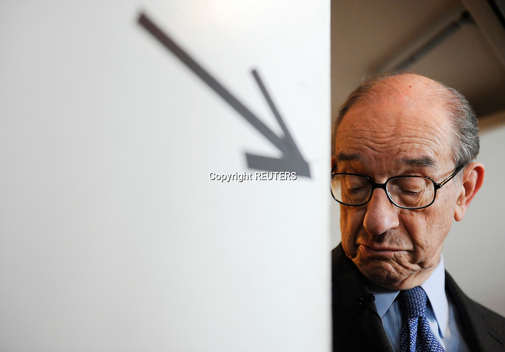 Former Federal Reserve Chairman Alan Greenspan stands at a doorway as he waits to go onstage for an interview at the Newseum in Washington, October 2, 2009. The interview was part of the First Draft of History event, held by the Atlantic Magazine and the Aspen Institute to bring together newsmakers, historians and journalists.   REUTERS/Jonathan Ernst    (UNITED STATES)
