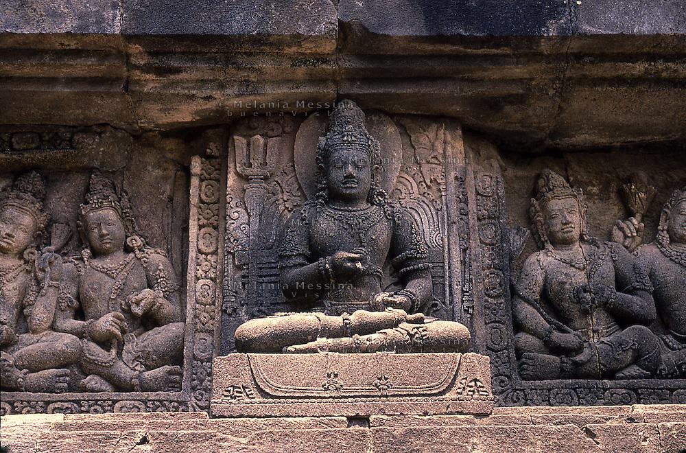 Indonesia, Java island; Yogyakarta : Prambanan Temple, UNESCO World Heritage Site,bas-reliefs.<br /> Indonesia; Giava; Yogyakarta, Tempio Prambanan, bene protetto dall'UNESCO,patrimonio dell'umanit&agrave;: bassorilievi.