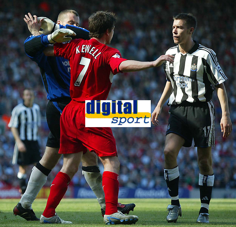 Photo. Andrew Unwin, Digitalsport<br /> NORWAY ONLY<br /> <br /> Liverpool v Newcastle United, FA Barclaycard Premier League, Anfield, Liverpool 15/05/2004.<br /> Newcastle's Shay Given (l) steps in to break up a disagreement between his team-mate, Darren Ambrose (r), and Liverpool's Harry Kewell (c).