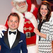 NLD/Hilversum/20151207- Sky Radio's Christmas Tree for Charity, Roel van Velzen en Roos  Moggre met de kerstman