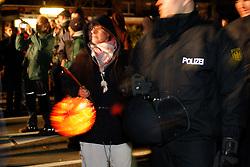 Ein Laternenumzug in Metzingen kann im Vorfeld des Castortransports schnell zur Straßenblockade werden: Bewohner des Widerstandsnests blockieren am Abend vor der großen Anti-Atom-Kundgebung die B 216 zwischen Lüneburg und Dannenberg. <br /> <br /> Ort: Metzingen<br /> Copyright: Karin Behr<br /> Quelle: PubliXviewinG