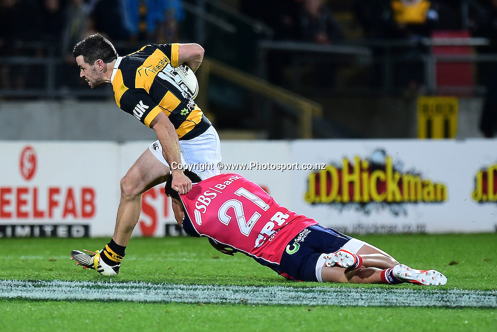 Taranaki's James Marshall (L) is tackled by Tasman Makos David Haviti during the ITM Cup Premiership Final between Taranaki & Tasman at Yarrow Stadium in New Plymouth, New Zealand, 25th October 2014. Photo: Marty Melville/Photosport.co.nz