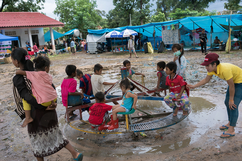 August 04, 2018 - Attapeu (Laos). More than 3000 people have been displaced from the villages affected by the collapse of the dam and have been resettled in provisional camps built inside the courtyard of the local schools of Sanamxai district. © Thomas Cristofoletti / Ruom