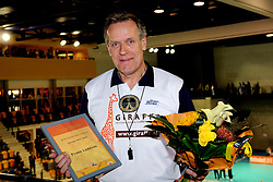 28-09-2008 VOLLEYBAL: BESTE SPELER 2007 - 2008: APELDOORN<br /> Tussen de twee wedstrijden in werd de beste speler speelster in zijn categorie gekozen / Frans Loderus, beste scheidsrechter<br /> 2008-WWW.FOTOHOOGENDOORN.NL