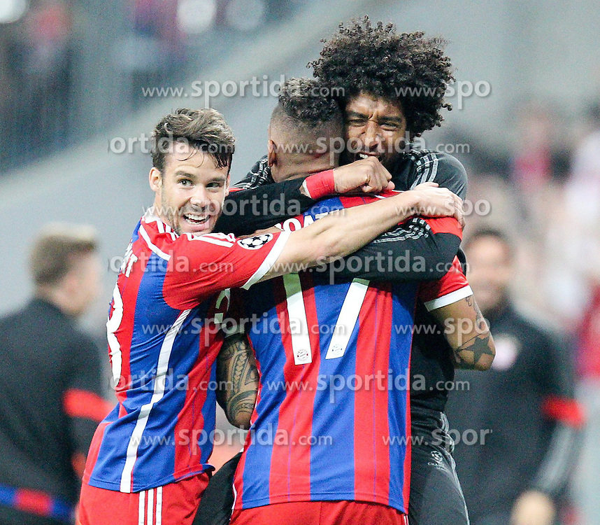 21.04.2015, Allianz Arena, Muenchen, GER, UEFA CL, FC Bayern Muenchen vs FC Porto, im Bild l-r: Torjubel von Juan Bernat #18 (FC Bayern Muenchen), Dante #4 (FC Bayern Muenchen) und Jerome Boateng #17 (FC Bayern Muenchen) // during the UEFA Semi Final 2nd Leg Match between FC Bayern Munich and FC Porto at the Allianz Arena in Muenchen, Germany on 2015/04/21. EXPA Pictures &copy; 2015, PhotoCredit: EXPA/ Eibner-Pressefoto/ Kolbert<br /> <br /> *****ATTENTION - OUT of GER*****