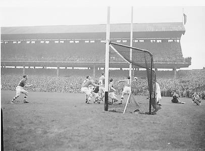 All Ireland Senior Football Final. Meath v Cavan. Action on pitch...Result - Draw..28.09.1952  28th September 1952