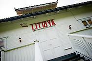 Vandaag mocht de pers voor het eerst weer op het eiland Utoya in Noorwegen bij Oslo, na de slachtpartij op 22-07-2011 waarbij 77 slachtoffers vielen. In dit informatiehuis op het eiland vielen de eerste slachtoffers van het drama<br /> Foto: Geert van Erven