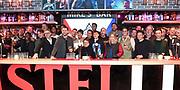 De leden van de Vrienden van Amstel Live tijdens de bekendmaking van de samenwerking met The Flying Dutch voor een eenmalig evenement De Vliegende Vrienden.<br /> <br /> Op de foto:  Lil' Kleine , Douwe Bob , Xander de Buisonje , Dre Hazes , Broederliefde , Guus Meeuwis, Anouk, Di-Rect, Nick&Simon en Chef' Special