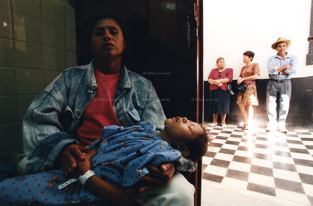 Honduras , Tegucigalpa , february 1999 - San Felipe Hospital : a mother with her child waiting their trurn to have a surgery.<br /> <br /> <br /> Operation Smile is a private, not-for-profit volunteer medical services organization providing reconstructive surgery and related health care to indigent children worldwide.