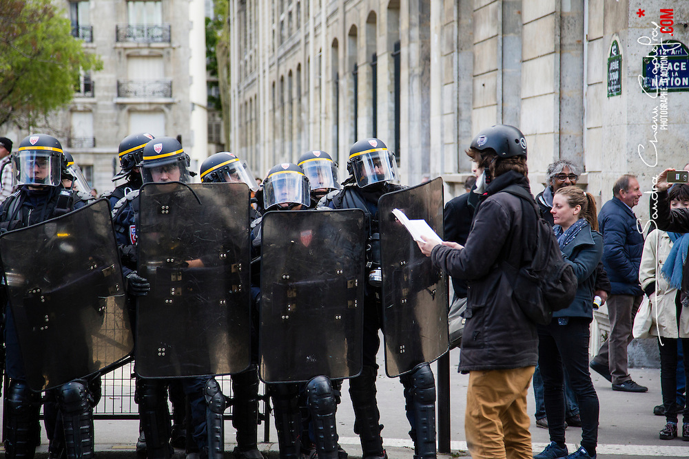 Policiers et gendarmes des Compagnies R&eacute;publicaines de S&eacute;curit&eacute; (CRS), Compagnie d'Intervention (CI) et Escadrons de Gendarmerie Mobile (EGM) le 28 avril 2016 en maintien de l'ordre lors de la dispersion  place de la Nation  de la manifestation contre la Loi Travail.<br />