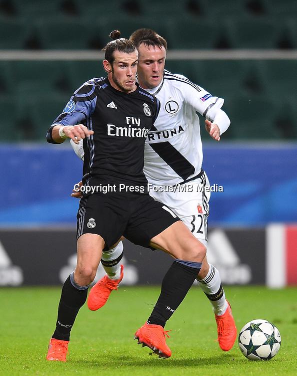 2016.11.02 Warszawa<br /> Pilka nozna Liga Mistrzow sezon 2016/2017<br /> Legia Warszawa - Real Madryt<br /> N/z Gareth Bale Miroslav Radovic<br /> Foto Lukasz Laskowski / PressFocus<br /> <br /> 2016.11.02 Warsaw<br /> Football Champions League season 2016/2017<br /> Legia Warsaw - Real Madrid<br /> Gareth Bale Miroslav Radovic<br /> Credit: Lukasz Laskowski / PressFocus