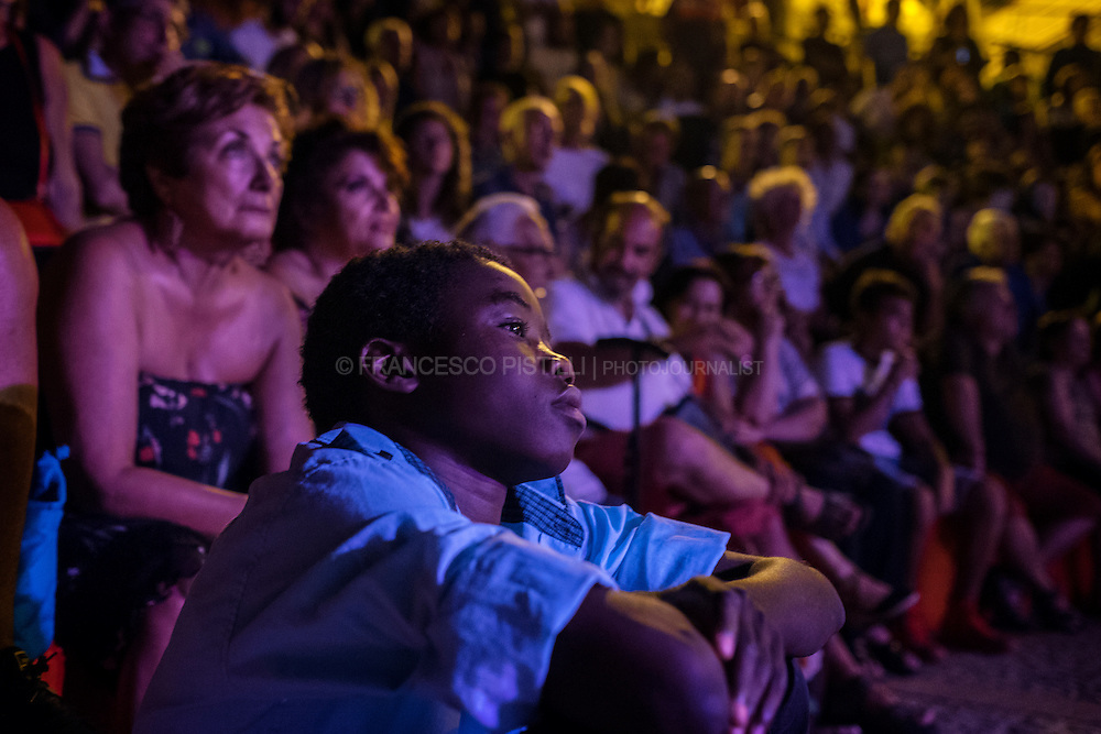 """People watching an event during """"Riace in festival2016"""", a week festival where topics are culture, multiculturalism and migrations. RIACE (ITALY) 31/07/16"""