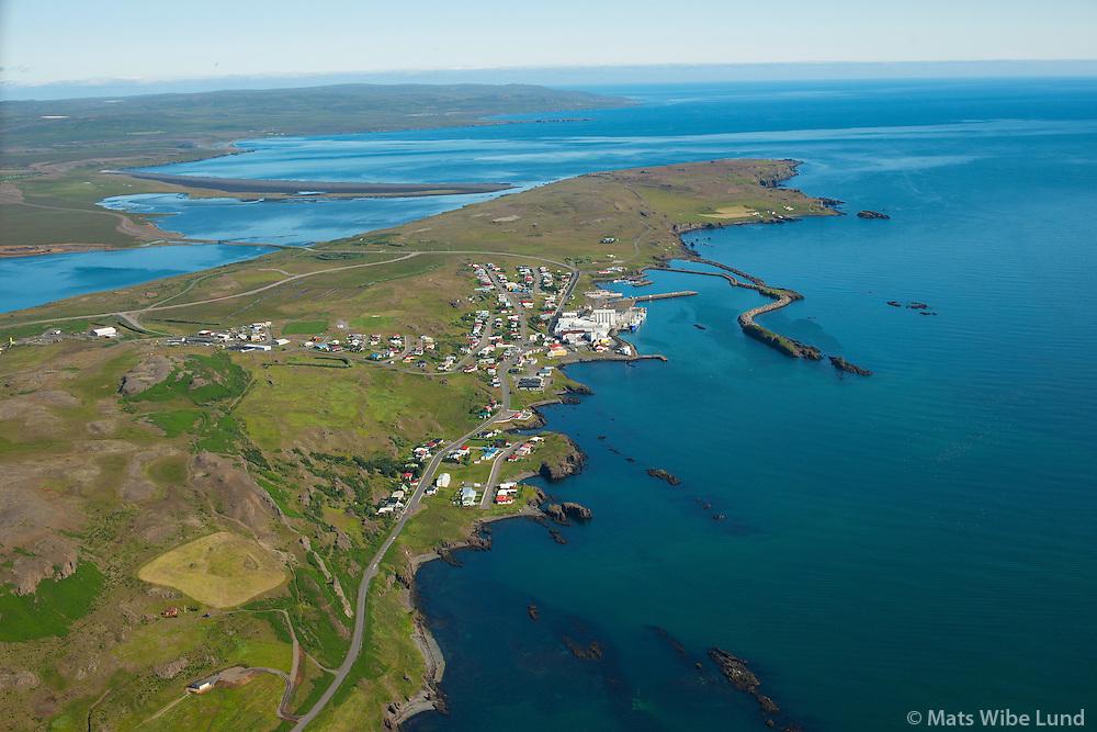 Vopnafjörður séð til norðurs.  /  Vopnafjordur viewing north.    Vopnafjarðarhreppur /  Vopnafjardarhreppur