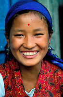 Nepal - Region du Khumbu (Everest) - Jeune femme Sherpa