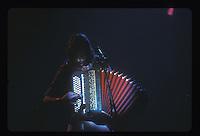 Renaud a l'accordeon durant son concert au Zenith, Paris. (1984 ou 1985).