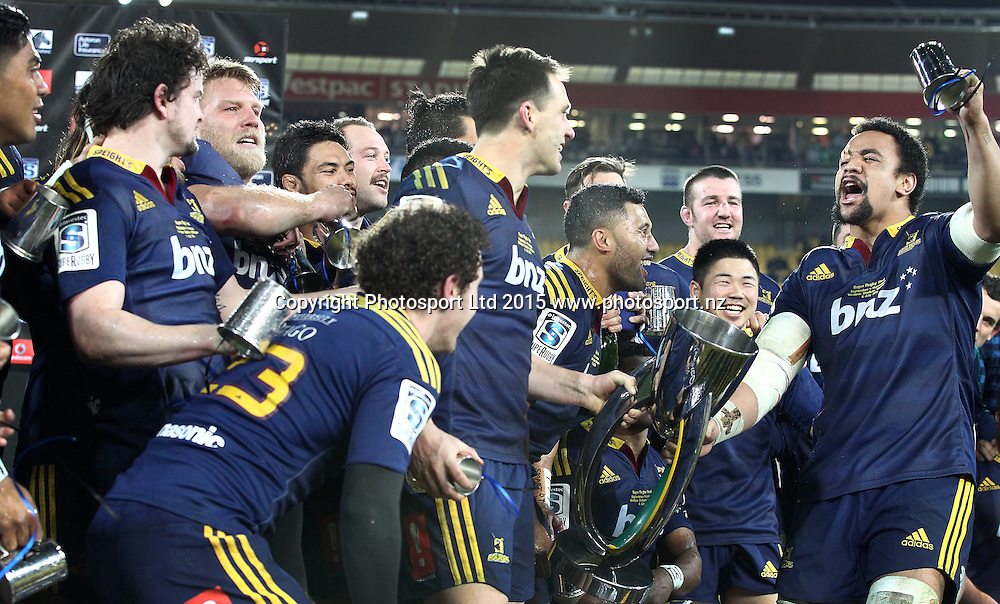 Highlanders players sing their team song, led by Nasi Manu (R) during the Super Rugby Final, Hurricanes v Highlanders. Westpac Stadium, Wellington, New Zealand. 4 July 2015. Copyright Photo.: Grant Down / www.photosport.nz
