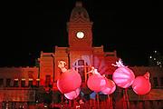 Belo Horizonte_MG, Brasil...Apresentacao do grupo Strangefruit, na Praca da Estacao. Parte da programacao de rua do FIT (Festival Internacional de Teatro)...The presentation of the Strangefruit group, in the Estacao square. This presentation is in the FIT (International Theater Festival).
