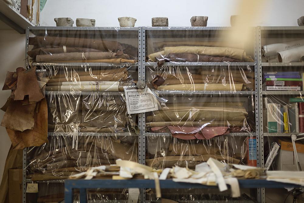 deposito pelli per la legatura<br /> <br /> skins storeroom to bind books