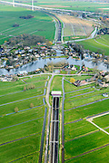 Nederland, Zuid-Holland, Hardinxveld-Giessendam, 01-04-2016; Polder Binnentiendwegs. Betuweroute, tunnel onder riviertje de Giessen. <br /> Betuweroute freight railway with tunnel, east of Rotterdam.<br /> luchtfoto (toeslag op standard tarieven);<br /> aerial photo (additional fee required);<br /> copyright foto/photo Siebe Swart