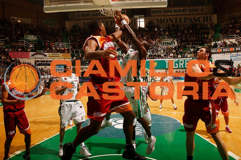 DESCRIZIONE : Siena Lega A 2009-10 Montepaschi Siena Lottomatica Virtus Roma<br /> GIOCATORE : Benjamin Eze<br /> SQUADRA : Montepaschi Siena<br /> EVENTO : Campionato Lega A 2009-2010<br /> GARA : Montepaschi Siena Lottomatica Virtus Roma<br /> DATA : 22/11/2009<br /> CATEGORIA : tiro<br /> SPORT : Pallacanestro<br /> AUTORE : Agenzia Ciamillo-Castoria/P.Lazzeroni<br /> Galleria : Lega Basket A 2009-2010<br /> Fotonotizia : Siena Campionato Italiano Lega A 2009-2010 Montepaschi Siena Lottomatica Virtus Roma<br /> Predefinita :