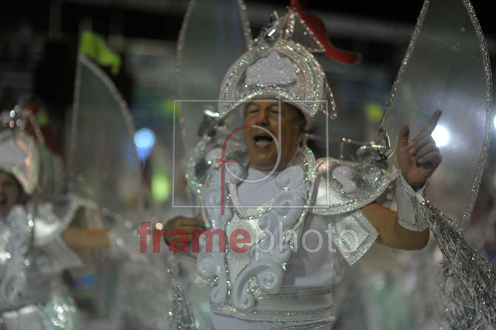 --- OBS: ATENÇÃO EDITORES: ESTAS IMAGENS ESTÃO EMBARGADAS PARA USO/VENDA NO ESTADO DE SANTA CATARINA ---  Florianópolis, (SC) - 14/02/2015 -  Desfile das Escolas de Samba em Florianópolis/SC neste sábado. Neste momento o desfile da escola Protegidos da Princesa. Foto: Eduardo Valente/Frame