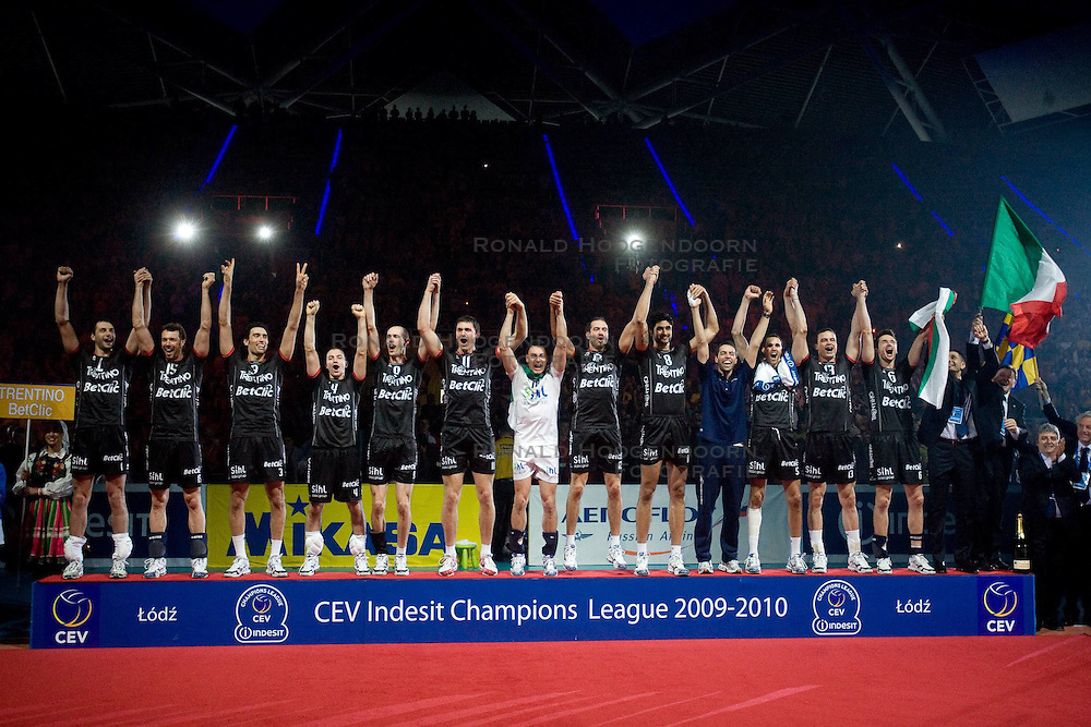 02-05-2010 VOLLEYBAL: FINAL 4 CHAMPIONS LEAGUE: LODZ<br /> Dinamo Moscow (RUS) vs Trentino BetClic (ITA), Players of Trentino celebrate after the victory<br /> ©2010- FRH nph / Vid Ponikvar