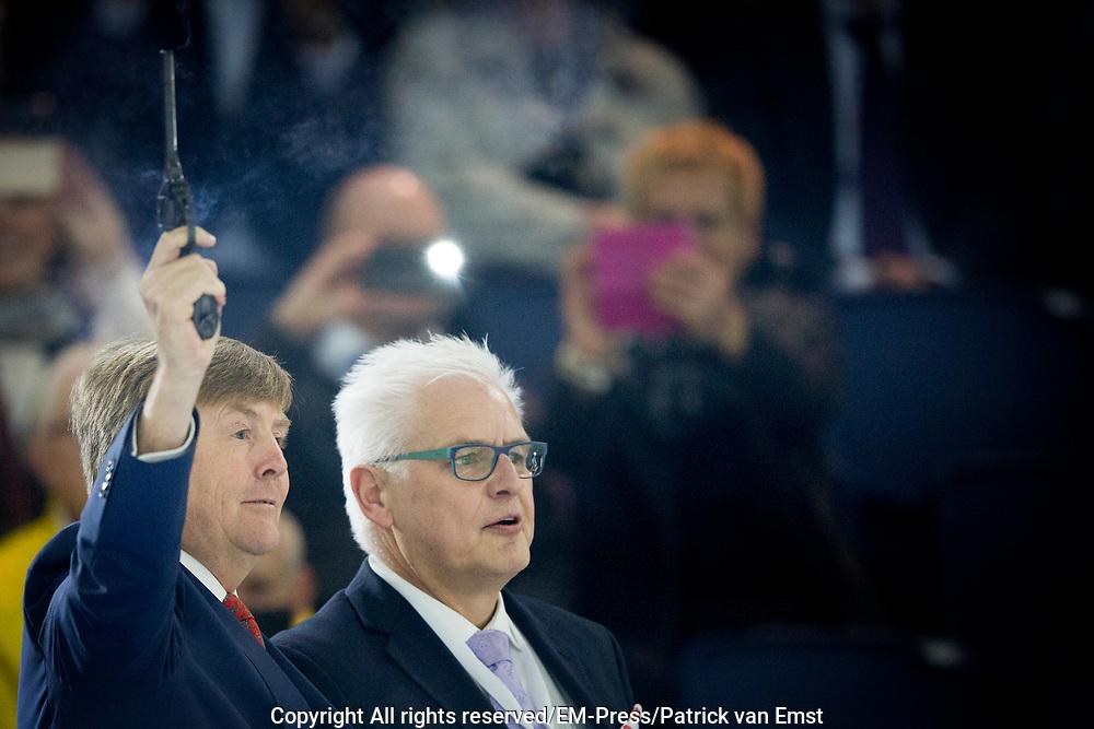 Koning Willem-Alexander tijdens de officiele opening van het vernieuwde Thialf ijsstadion. //// King Willem-Alexander during the official opening of the renovated Thialf Ice Stadium.<br /> <br /> OP de foto / On the photo:   De openingshandeling door Koning Willem-Alexander/// The opening  by King Willem-Alexander