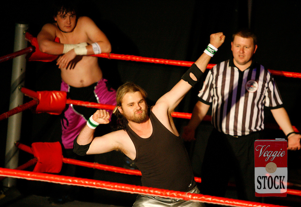 Ultimate Wrestling Alliance wrestlers in action at the Seven Hills / Toongabbie RSL in Sydney, October 29, 2006.
