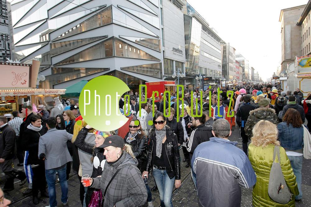 Mannheim. Planken. Innenstadt. Straflenfasnacht.<br /> <br /> Bild: Markus Proflwitz / masterpress /   *** Local Caption *** masterpress Mannheim - Pressefotoagentur<br /> Markus Proflwitz<br /> Hauptstrafle 131<br /> 68259 MANNHEIM<br /> +49 621 33 93 93 60<br /> info@masterpress.org<br /> Commerzbank<br /> BLZ 67080050 / KTO 0650687000<br /> DE221362249