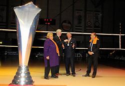 16-10-2006 VOLLEYBAL: DELA TROPHY: NEDERLAND - CUBA: ROTTERDAM<br /> De Nederlandse volleybalsters hebben de derde wedstrijd in de testserie tegen Cuba, met als inzet de Dela Cup, verloren. In Rotterdam zegevierde Cuba met 3-1 / Erica Terpstra, Hans Nieukerke en Edzo Douve<br /> ©2006-WWW.FOTOHOOGENDOORN.NL