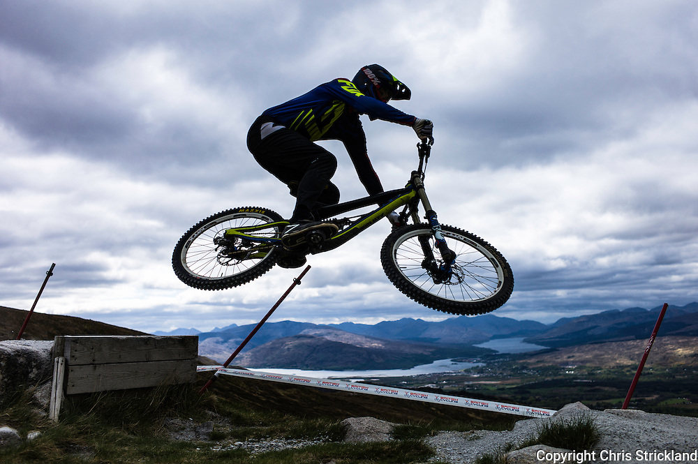 Nevis Range, Fort William, Scottish Highlands, UK. 15th May 2016. Mountain bikers compete in the British Downhill Series on Nevis Range in the Scottish Highlands.