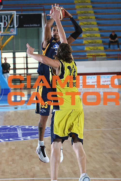 DESCRIZIONE : Porto San Giorgio Lega A 2009-10 Amichevole Sigma Coatings Montegranaro Prima Veroli<br /> GIOCATORE : Vieira De Sousa Marquinhos<br /> SQUADRA : Sigma Coatings Montegranaro<br /> EVENTO : Campionato Lega A 2009-2010<br /> GARA : Sigma Coatings Montegranaro Prima Veroli<br /> DATA : 05/09/2009<br /> CATEGORIA : tiro<br /> SPORT : Pallacanestro<br /> AUTORE : Agenzia Ciamillo-Castoria/C.De Massis