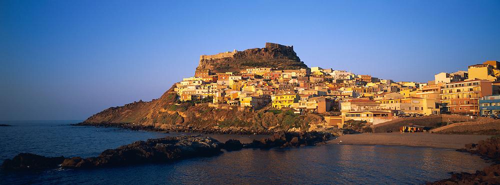 Village de Castelsardo. Province de Sassari. Sardaigne. Italie. // Castelsardo village. Sassari province. Sardinia. Italy.