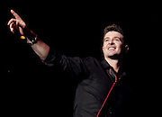 Singer Robin Thicke performs at the Beyonce Experience Concert in Madison Square Garden on Saturday, August 4, 2007 in New York. (