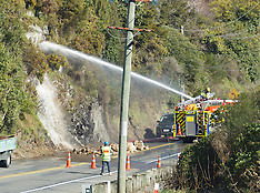 Wellington-Firefighters assist in removing overhanging rocks, SH2