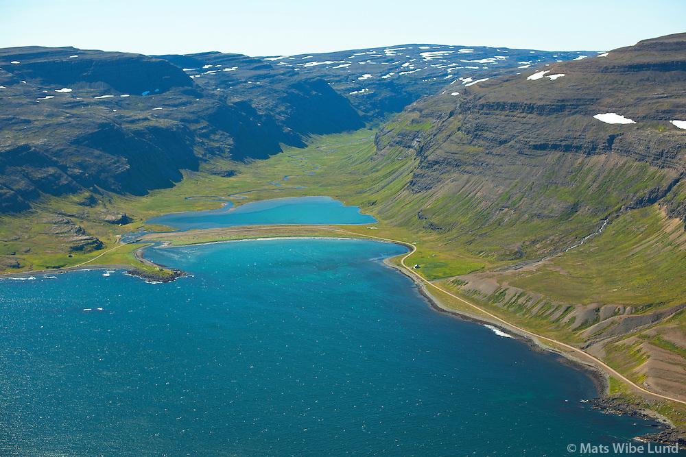 Kaldbaksvík: Frá vinstri Kleifar, Vatnshorn og Kaldbakur séð til vesturs, Kaldrananeshreppur /  Kaldbaksvik, fvrom left: Kleifar, Vatnshorn and Kaldbakur viewing west, Kaldrananeshreppur.