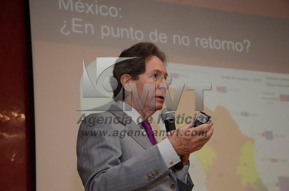 """Toluca, Méx.- Jorge Jiménez Campos, coordinador general de la Comisión de la Cuenca del Río Lerma, dictó la conferencia magistral """"La Madre Tierra y el Desarrollo Sustentable"""" en la Comisión de  Derechos Humanos del Estado de México. Agencia MVT / José Hernández"""