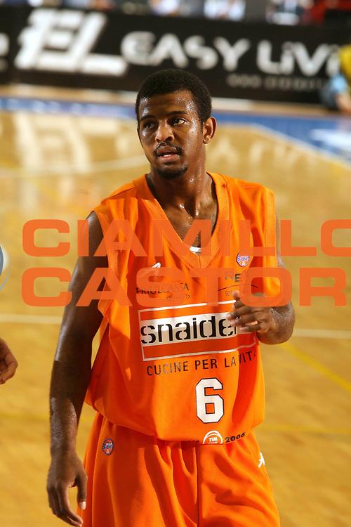 DESCRIZIONE : Napoli Lega A1 2005-06 Play Off Quarti Finale Gara 1 Carpisa Napoli Snaidero Udine <br /> GIOCATORE : Lucas <br /> SQUADRA : Snaidero Udine <br /> EVENTO : Campionato Lega A1 2005-2006 Play Off Quarti Finale Gara 1 <br /> GARA : Carpisa Napoli Snaidero Udine <br /> DATA : 18/05/2006 <br /> CATEGORIA : Ritratto <br /> SPORT : Pallacanestro <br /> AUTORE : Agenzia Ciamillo-Castoria/G.Ciamillo